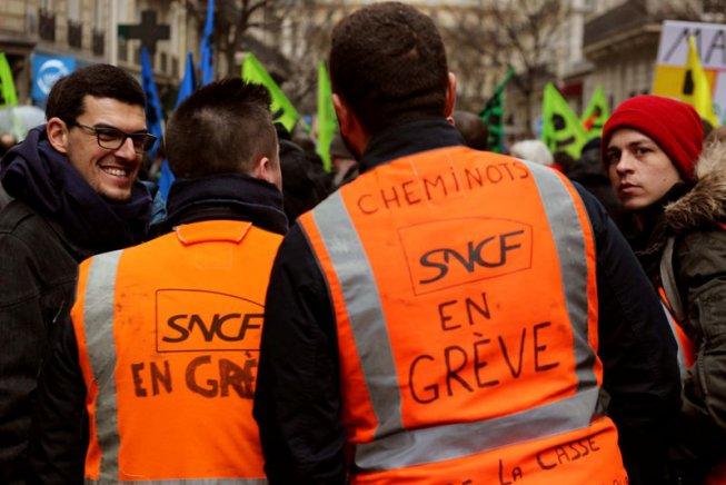 Massiva vaga a França: els ferroviaris s'enfronten a Macron