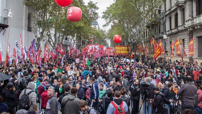 Declaració del Frente de Izquierda d'Argentina: a baix el pacte amb el FMI, vaga activa nacional!