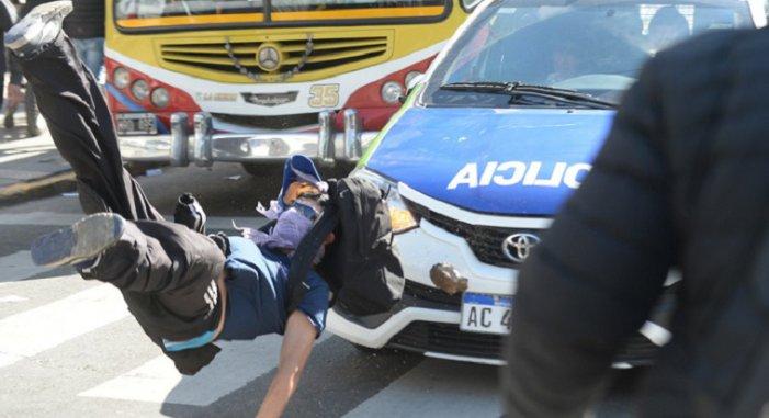 Feroç repressió als obrers de Astillero Rio Santiago a Buenos Aires