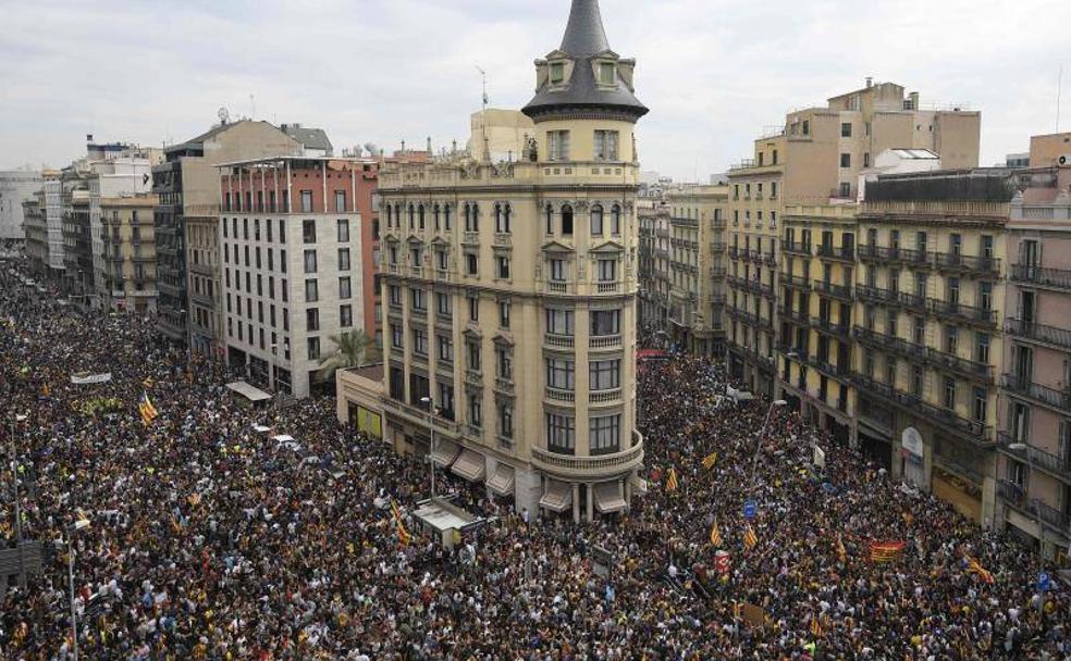 En l'aniversari de l'1-O: vaga general per la llibertat dels presos i en defensa del mandat del referèndum
