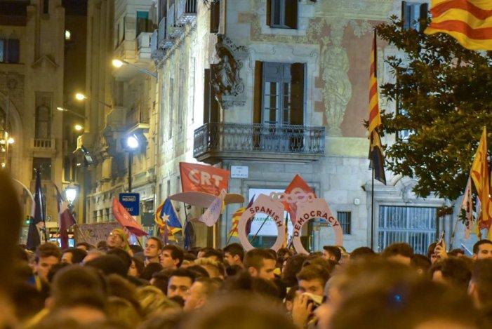 Milers de joves desborden als carrers a Torra, Buch i el processisme