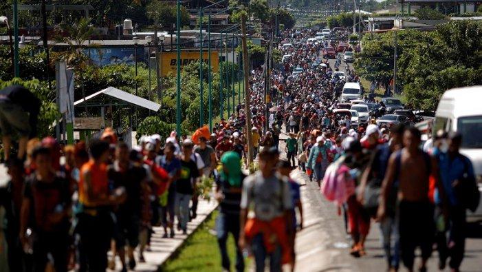 Trump declara emergència nacional i prepara l'Exèrcit contra la caravana migrant