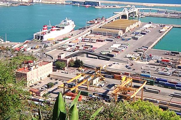 CGT convoca vaga indefinida al port d'inflamables de Barcelona a partir del 5 de novembre