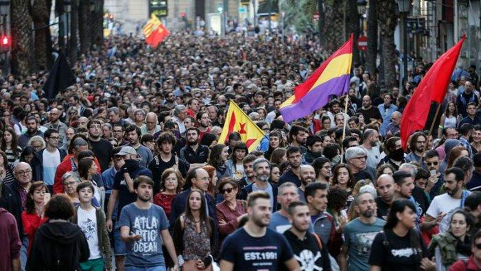 """L'extrema dreta, el """"mal menor"""" i la lluita per la república obrera i socialista"""