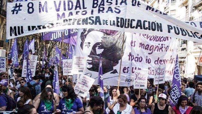 """Ni feminisme """"carcerari"""" ni escraches com a estratègia: com combatre la violència patriarcal"""