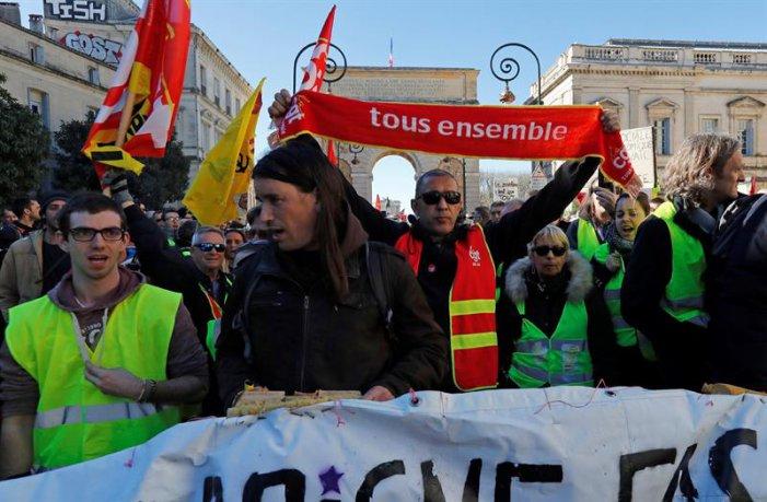 La vaga a França ha unit als carrers a armilles grogues, sindicats i estudiants