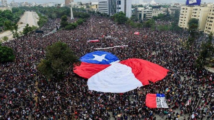 Una contundent vaga general ha mostrat que la rebel·lió popular continua a Xile