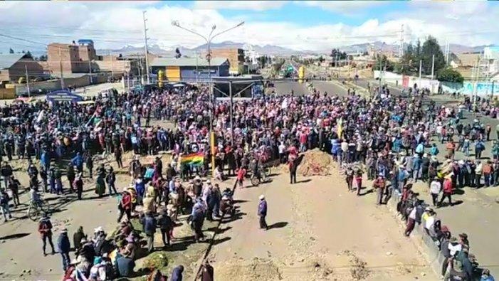 El setge a La Paz se sent i s'aguditza el desproveïment