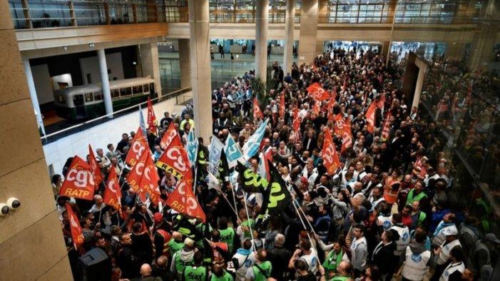 França: cap a una vaga general política contra Macron?