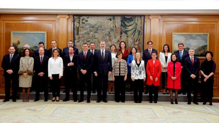El govern de coalició PSOE – Unidas Podemos pren possessió davant el rei