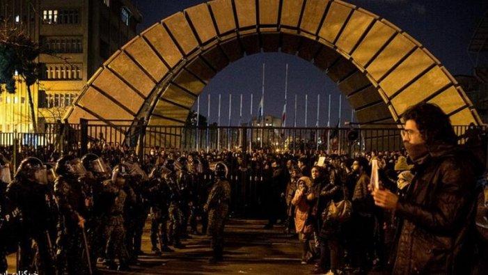 Protestes massives a l'Iran: el jovent i les dones en la primera línia