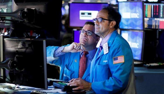 Claus per a entendre la caiguda del petroli que arrossega als mercats financers