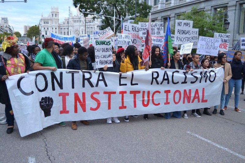 60.000 euros de multa a col·lectiu antiracista per repartir menjar a persones migrants a Barcelona