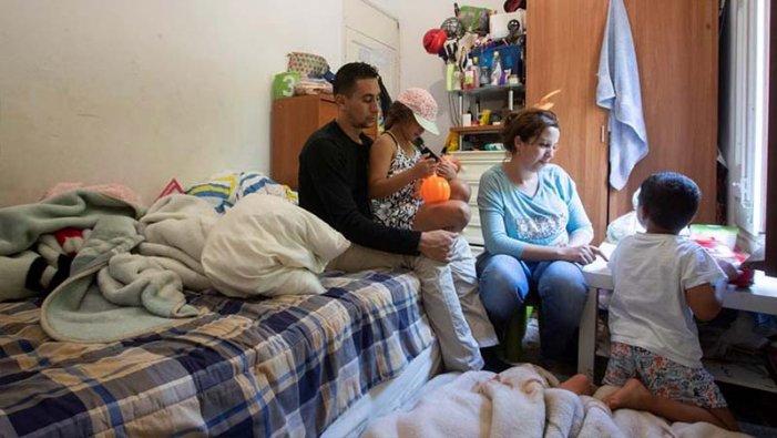 """La realitat de l'escut social"""": una de cada quatre persones va cap a la pobresa a l'Estat espanyol"""