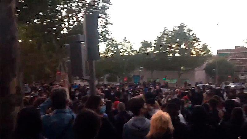Detingudes, llibertat! Massiva concentració a Vallecas en repudi a la repressió i solidaritat amb les persones detingudes