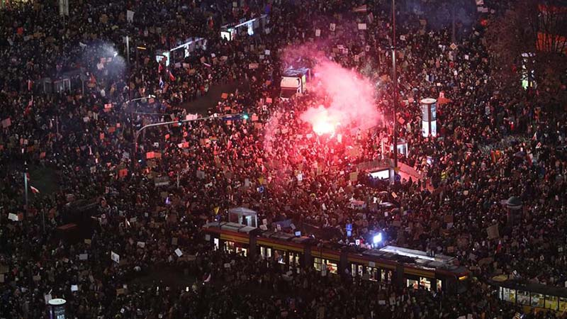 """Vaga de dones: """"A Polònia hi ha un incendi que sorgeix de les dones, ja estan fartes"""""""