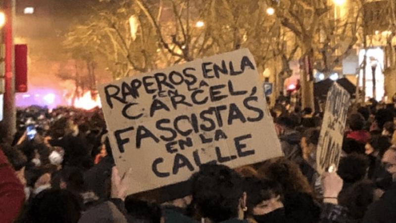 La joventut al costat de Pablo Hasél i contra aquest Règim decadent!