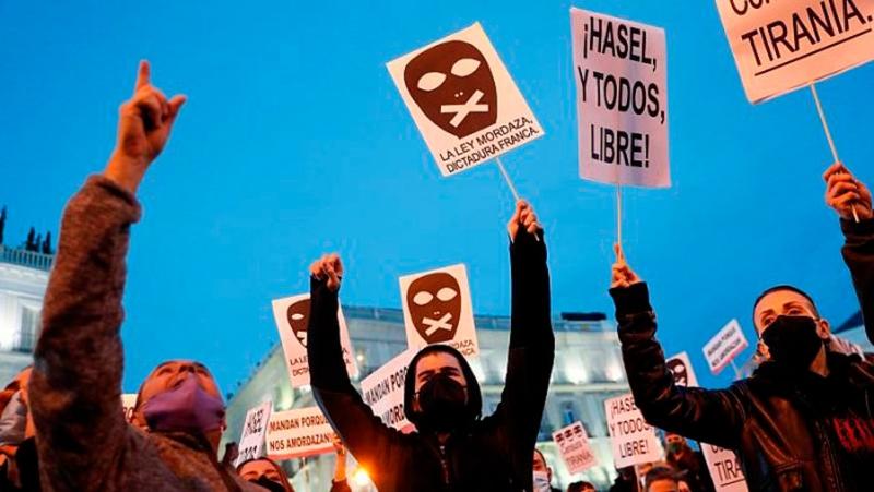 PSOE i Unidas Podemos: en defensa de la monarquia espanyola i contra les massives mobilitzacions de la joventut