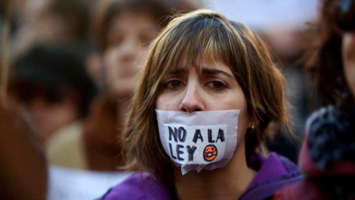 De Hasél a la prohibició del 8M: la falsa democràcia plena del Règim del 78