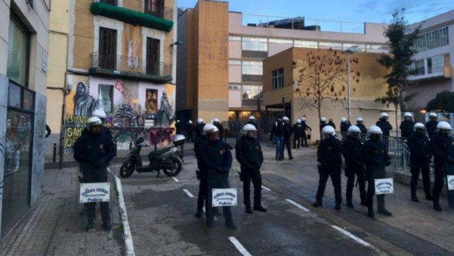 La Guàrdia Urbana i els Mossos d'Esquadra desallotgen per segona volta la Residència d'Estudiants Autogestionada (REA)