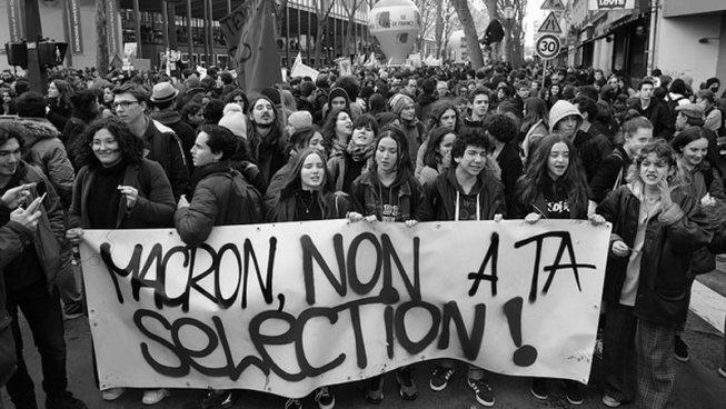 La joventut francesa, una altra vegada dempeus als carrers